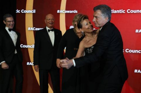 Argentine President Mauricio Macri showed off his dance moves to Adrienne Arsht, executive vice chair of the Atlantic Council's board of directors, at the Atlantic Council's 9th annual Global Citizen Awards in New York on September 24. Macri's impromptu performance elicited a chuckle from Atlantic Council Executive Vice President Damon Wilson (left) and Klaus Schwab (second from left), founder and executive chairman of the World Economic Forum. (imagelinkphoto.com)