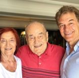Dr Oz with his father Mustafa and mother Suna.