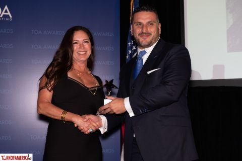 Lolita Zinke receives her Friend of Turkey Award from Cenk Ocal, Turkish Airlines General Manager in New York.