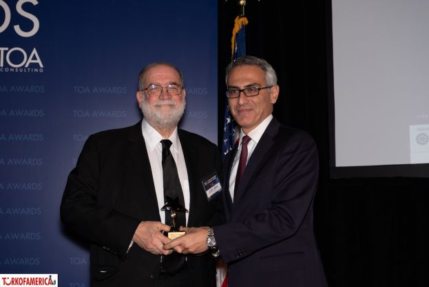 Lary Kaye receives his Friend of Turkey Award from Ertan Yalcin, Turkish Consulate General of New York.