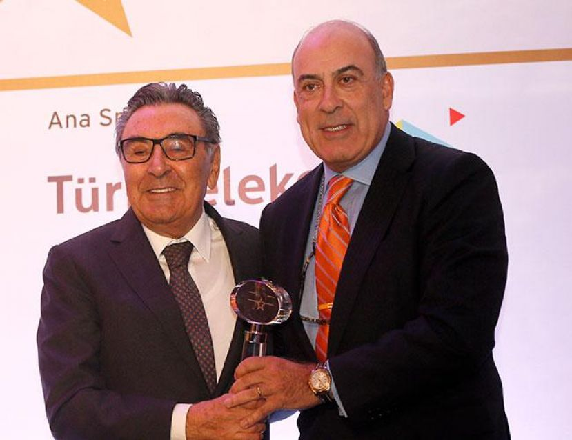 Muhtar Kent Named 'Global Turkish Professional  of Year'
