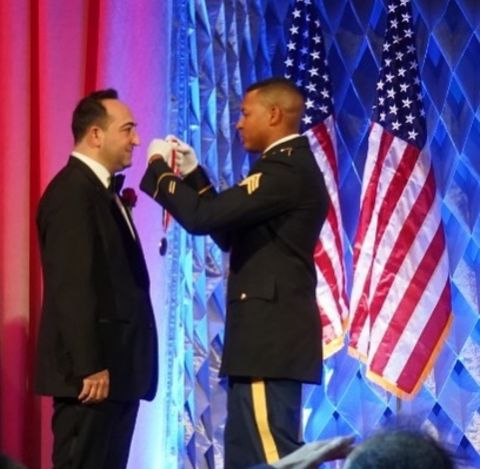 Ali Cinar receives the medal on the award ceremony.